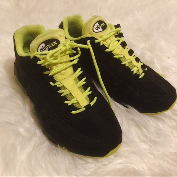 best website 4a949 fe59c Nike Air Max 95 Black and Neon Green. M 5a94cf6fa44dbeb683b6498a